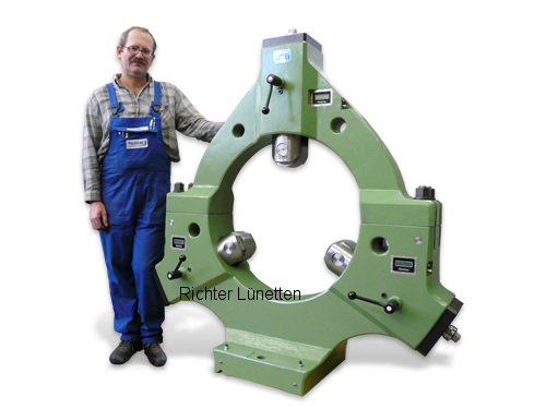 - Steady rest with removable top<br>electronic centering display, made by H. Richter Vorrichtungsbau GmbH, Germany