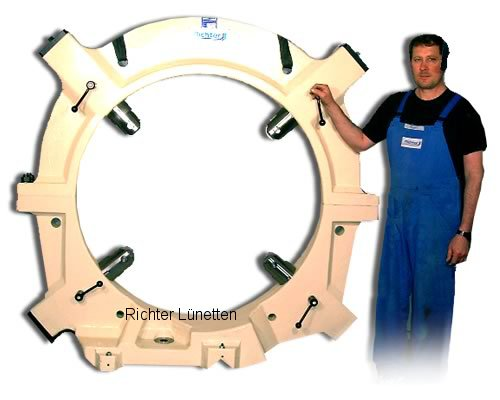 - Steady rest with removable top and 4 quills, made by H. Richter Vorrichtungsbau GmbH, Germany
