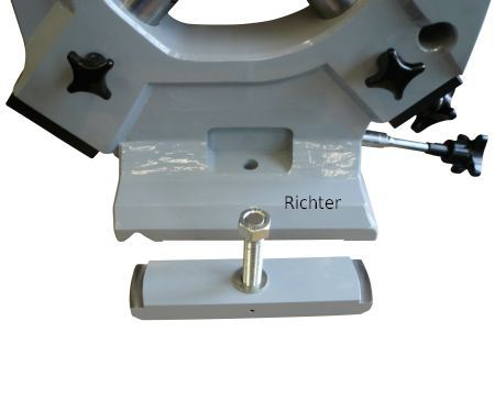 Clamps to secure the steady rest on the machine, made by H. Richter Vorrichtungsbau GmbH, Germany